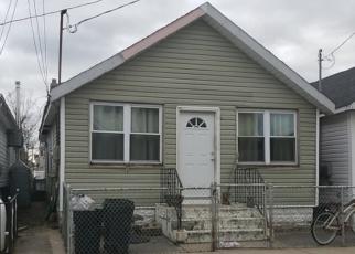 Foreclosed Home en W 14TH RD, Far Rockaway, NY - 11693