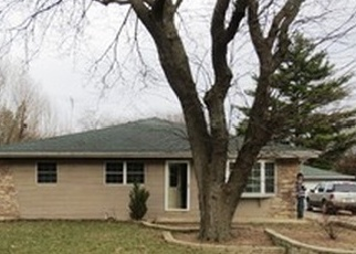 Foreclosed Home in ELIZABETH LN, Aurora, IL - 60505