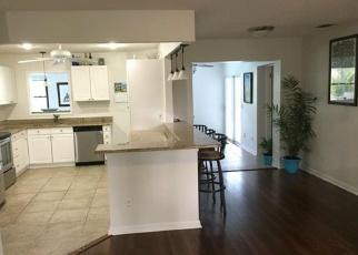 Foreclosed Home en BEECHWOOD LAKE DR, Naples, FL - 34112