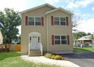 Foreclosed Home en CREST AVE, Bristol, PA - 19007