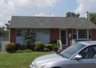 Foreclosed Home en GLENROSE AVE, Bristol, PA - 19007