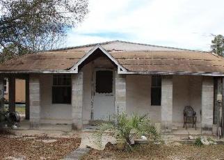 Foreclosed Home en FOREST GLEN DR, Fountain, FL - 32438
