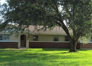 Foreclosed Home en HALF ACRE RD, Auburndale, FL - 33823