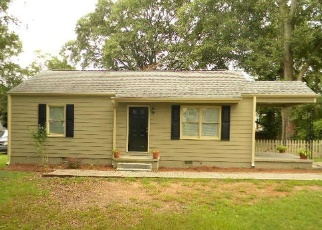 Foreclosed Home en YANCY DR SE, Marietta, GA - 30067
