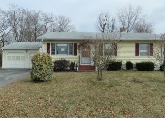 Foreclosed Home en IANNOTTI LN, Derby, CT - 06418