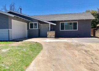 Foreclosed Home en CANDLEWOOD DR, Bakersfield, CA - 93306