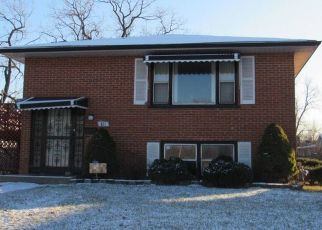 Foreclosed Home en E 152ND ST, Harvey, IL - 60426
