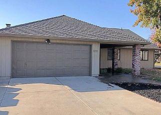 Foreclosed Home en TOKAY LN, Manteca, CA - 95337