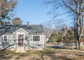 Foreclosed Home en LAKE GARDA DR, Unionville, CT - 06085