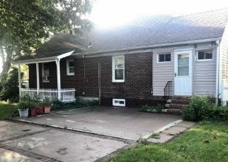 Foreclosed Home en HOWARD AVE, Roosevelt, NY - 11575