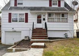 Foreclosed Home en MARMAN PL, Spring Valley, NY - 10977