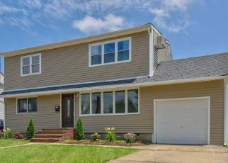 Foreclosed Home en WILFRED BLVD, Hicksville, NY - 11801
