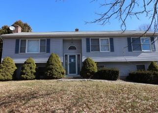 Foreclosed Home en REV TAYLOR DR, Ansonia, CT - 06401