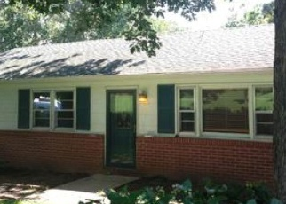 Foreclosed Home en PINEHURST CT, Charlottesville, VA - 22902