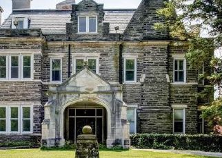 Foreclosed Home en W CHESTNUT HILL AVE, Philadelphia, PA - 19118