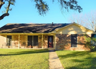 Foreclosed Home in SUNNYBROOK LN, Baytown, TX - 77521