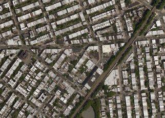 Foreclosed Home en SUMMERFIELD ST, Ridgewood, NY - 11385