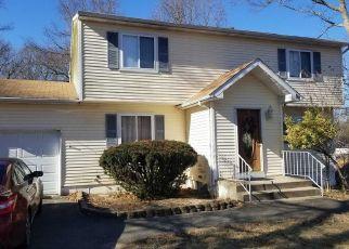 Foreclosed Home en WILSON AVE, Medford, NY - 11763