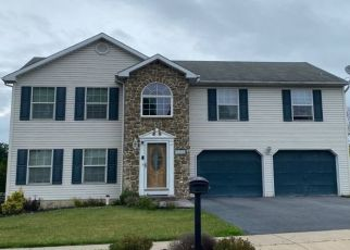 Foreclosed Home en FOXDALE DR, Whitehall, PA - 18052