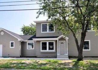 Foreclosed Home en SHORE RD, Lindenhurst, NY - 11757