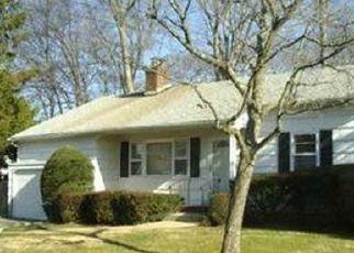 Foreclosed Home en CEDAR DR, Massapequa, NY - 11758