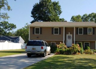 Foreclosed Home en HIGHLAND RD, Central Islip, NY - 11722