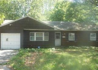 Foreclosed Home en W OAKDALE ST, Bay Shore, NY - 11706