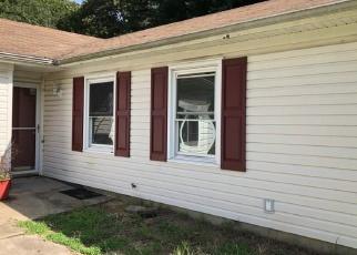 Foreclosed Home en STONEHENGE WAY, Gloucester, VA - 23061