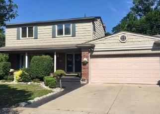 Foreclosed Home en ROBERT JOHN ST, Saint Clair Shores, MI - 48080