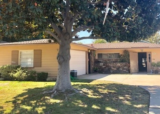 Foreclosed Home en CHARLEMAGNE AVE, Long Beach, CA - 90808