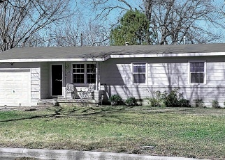 Foreclosed Home in CIRCLE DR, Arlington, TX - 76010