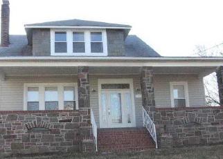 Foreclosed Home en LORRAINE AVE, Gwynn Oak, MD - 21207