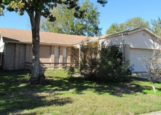 Foreclosed Home in MEADOWOOD CIR, Baytown, TX - 77521