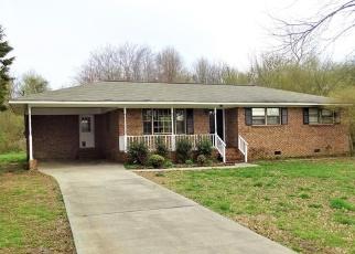 Foreclosed Home en CLAIRMOUNT DR SE, Calhoun, GA - 30701