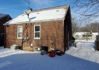 Casa en ejecución hipotecaria in Harper Woods, MI, 48225,  ROSCOMMON ST ID: S70211320