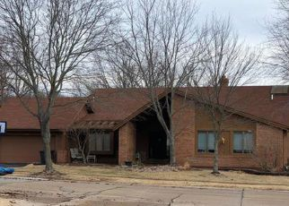 Foreclosed Home en PEPPERMILL DR, Chesterfield, MO - 63005