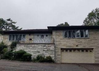 Foreclosed Home en SHORE RD, Pelham, NY - 10803