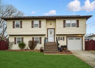 Foreclosed Home en BEDELL ST, Lindenhurst, NY - 11757