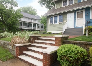 Foreclosed Home en E TRENTON AVE, Morrisville, PA - 19067