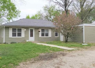 Foreclosed Home en S LAWN ST, Windsor, MO - 65360