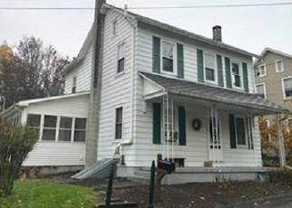 Foreclosed Home en BUSS ST, Pen Argyl, PA - 18072