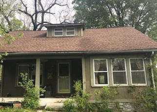 Foreclosed Home en NE RUSSELL RD, Kansas City, MO - 64117