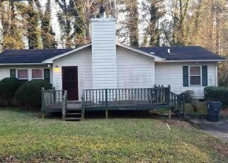 Foreclosed Home en N CIRCLE DR, Ellenwood, GA - 30294