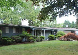 Casa en ejecución hipotecaria in Old Lyme, CT, 06371,  HILLSIDE RD ID: S6331673