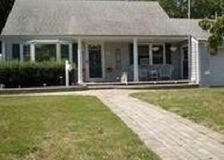 Casa en ejecución hipotecaria in North Babylon, NY, 11703,  SELEY DR ID: S6339559